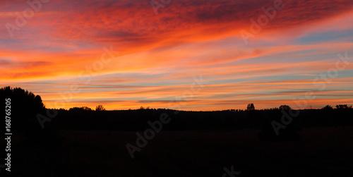 Photo Vista panoramica de Puesta de sol al anochecer en verano