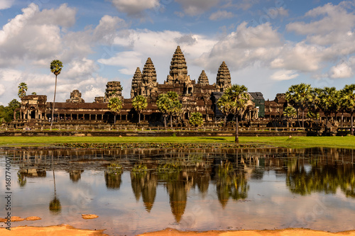 Spoed Fotobehang Bedehuis Angkor Wat (Temple City) and its reflection in the lake, a Buddhist, temple complex in Cambodia and the largest religious monument in the world. View from the garden