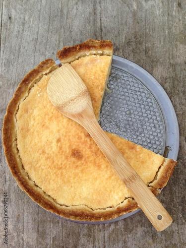 Valokuva flan pâtissier fait maison avec croûte dans son moule