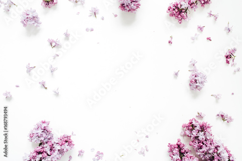 Foto op Plexiglas Lilac Frame of lilac flowers with space for text on white background. Flat lay, top view