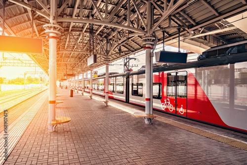 Foto  Highspeed train stands at the platform.