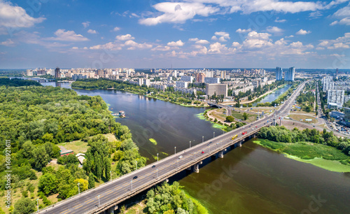 Foto op Plexiglas Kiev The Paton bridge and Rusanivka district of Kyiv, Ukraine