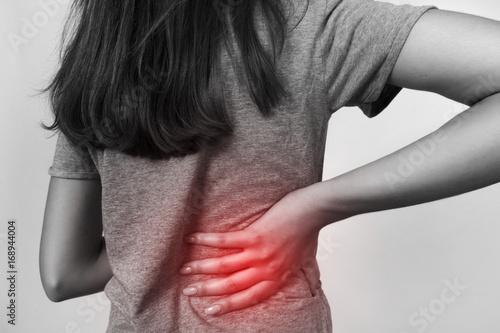 Fotografía  Pretty woman suffers from backache