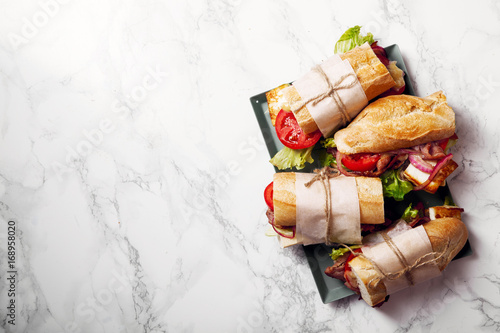Fotografía  Fresh baguette sandwich bahn-mi styled