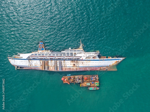 Photo Stands Shipwreck Boat crashes in the sea, cruise ship ,accident ,Shipwreck,top view ,aerial view