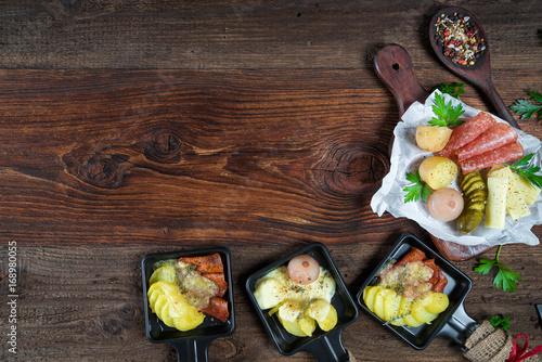 Fotobehang Buffet, Bar Raclette - Wurst und Käse - Platte - Jause - Zutaten - Grill - Grillen