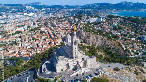 Papiers peints Con. ancienne Vue aérienne sur la basilique Notre Dame de la Garde, à Marseille