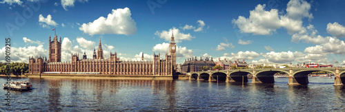 Poster de jardin Londres Panoramic picture of Houses of Parliament, Big Ben and Westminster Bridge, London