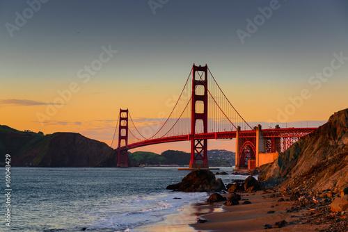 Plakat Golden gate bridge - zachód słońca - piekarz plaża