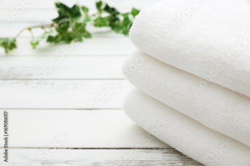 Fotografia  White Spa and Bath Image - Stacked Towels