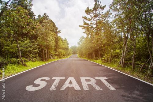 Start sign over asphalt road Fototapet