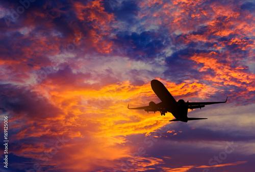 Fotomural Silueta, pasajero, avión, vuelo, lejos, cielo, altitud, durante, ocaso