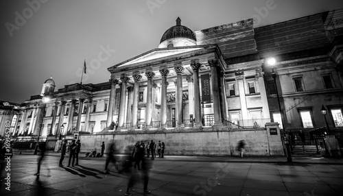 Photo Stands Paris The National Gallery London at Trafalgar Square - LONDON / GREAT BRITAIN - DECEMBER 6, 2017