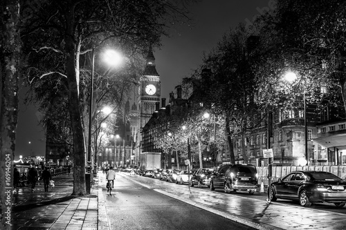 Photo London street view in Westminster - LONDON / GREAT BRITAIN - DECEMBER 6, 2017