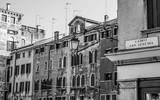 Piękne kolorowe budynki w centrum miasta Verona Włochy - włoski styl - 169153854