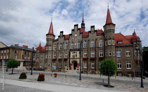 Foto  Budynek ratuszu na placu Magistrackim w Wałbrzychu - zabytki Dolnego Śląska