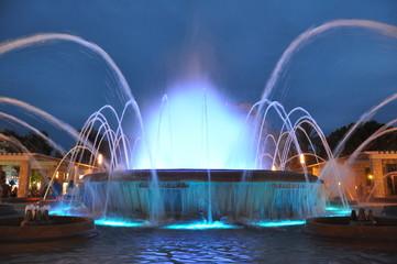 Osvijetljena fontana Salou u Španjolskoj