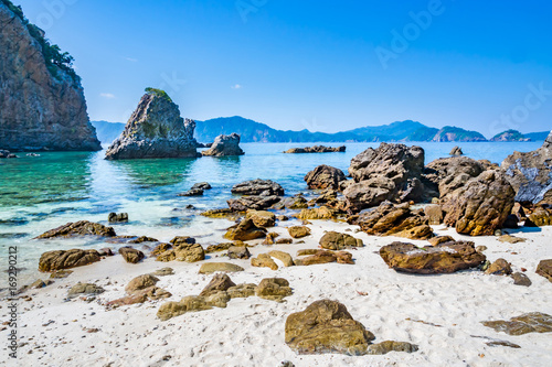 Foto op Canvas Cathedral Cove Clear sandy beach,rock, turquoise sea and blue sky.