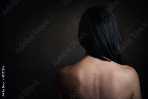 Valokuva  mujer joven con la espalda desnuda
