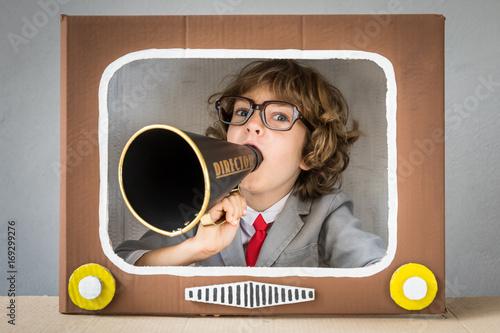 Valokuvatapetti Child playing with cartoon TV