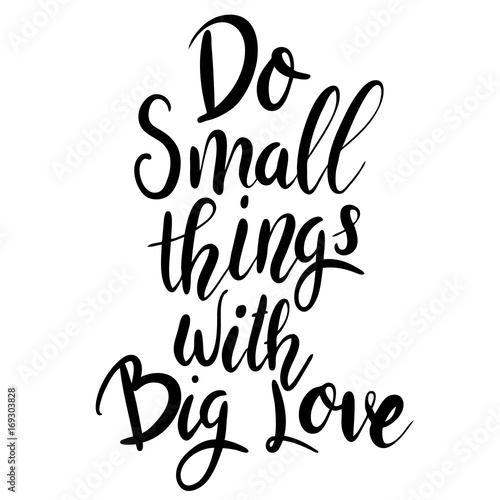 do-small-things-with-big-love-napis-motywacyjny