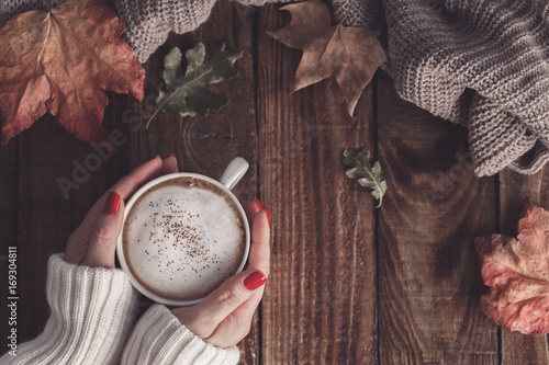 Foto op Canvas Herfst Hot coffee and autumn leaves