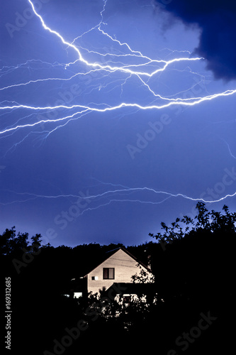 Spoed Fotobehang Onweer Thunderstorm over the house