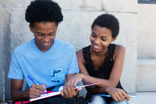 Fotografie, Obraz  Zwei afrikanische Studenten beim Lernen