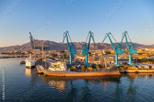 Plakat Dźwigi towarowe portowe w Palermo