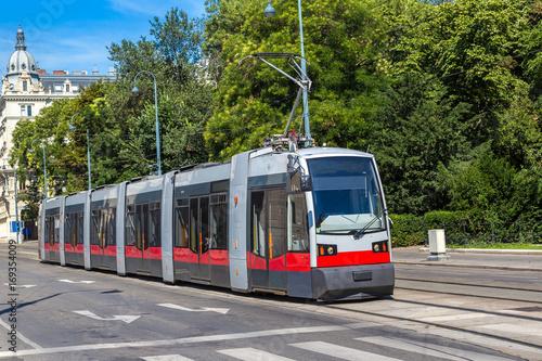 Zdjęcie XXL Tramwaj elektryczny w Wiedniu, Austria