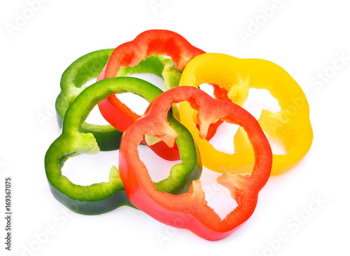Photo  slice of sweet bell pepper or capsicum isolated on white background
