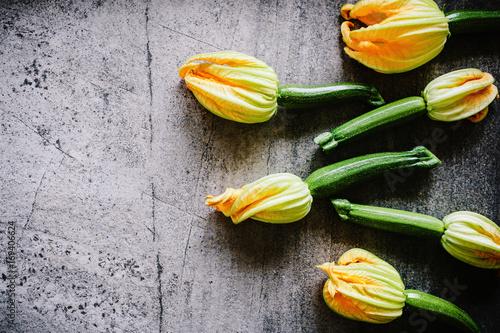 swieza-cukinia-z-kwiatami