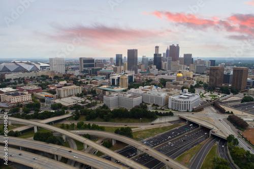 Obraz na dibondzie (fotoboard) Aerial image Downtown Atlanta z pięknym skyscape