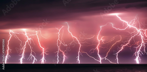 Montage in der Fensternische Onweer Nature lightning bolt at night thunder storm