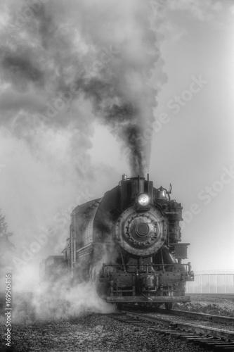 Cuadros en Lienzo Black and white steam locomotive