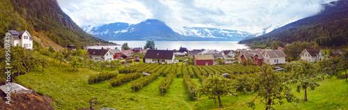 Deurstickers Poolcirkel Panorama Aussicht in Solvorn, Norwegen