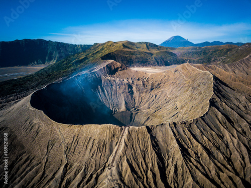 Photo Mountain Bromo active volcano crater in East Jawa, Indonesia