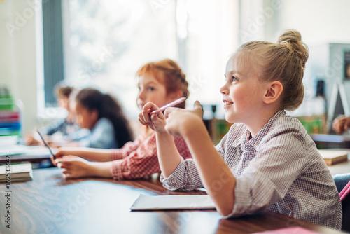 Fotografía  schoolgirls sitting in class