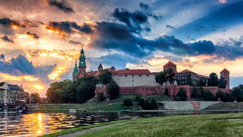 Wschód słońca z Wawelem - Zamek Królewski w Krakowie, Polska, Europa (Kraków, Kraków)