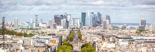 Poster de jardin Paris Aerial panoramic cityscape view on the business district with skyscrapers during the sunny day in Paris