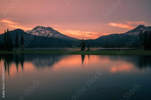 Foto op Aluminium Zalm Sunset over Sparks Lake, Oregon