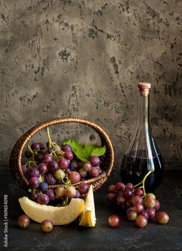 winogrono-i-wino-w-nieszablonowej-karafce