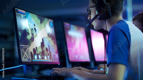 Team of Professional eSport Gamers Playing in Competitive  MMORPG/ Strategy Video Game on a Cyber Games Tournament Tablou Canvas
