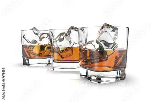 Photo  Three glasses of whiskey with ice cubes isolated on a white background