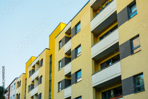Foto  yellow house with white balcony