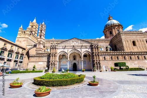 La pose en embrasure Palerme Cathedral of Palermo, Italy