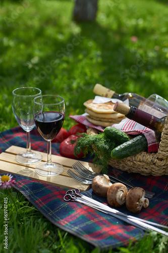 Keuken foto achterwand Picknick Picnic on the grass.