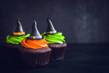 Scary Witch Hat Cupcakes On Da...