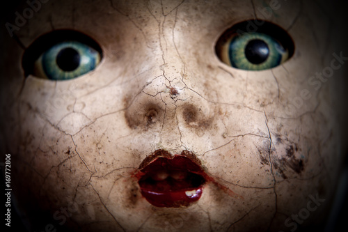 Fotografie, Obraz  Scary cracked old doll face