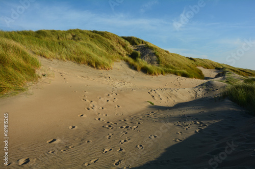 Spoed Foto op Canvas Noordzee In der Mitte von Sanddünen an der Nordsee